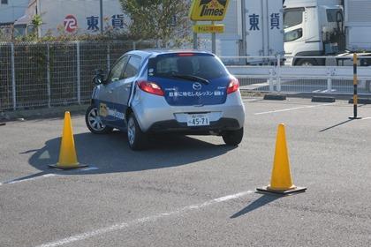 写真:無料の車庫入れ運転講習