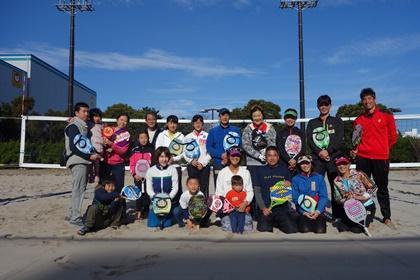 写真:ビーチテニス参加者集合写真