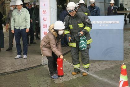 写真:消火器訓練