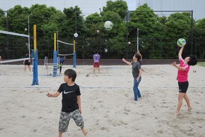 写真:日帰りビーチ教室に親子3人で参加のご家族