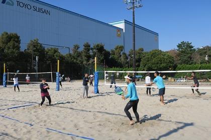 写真:ビーチテニス練習風景