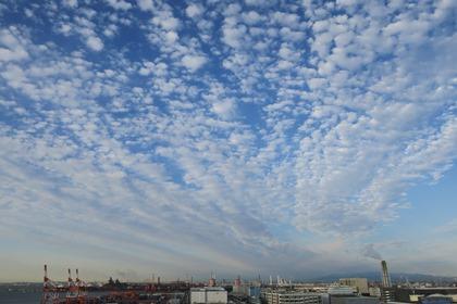写真:ガントリーとうろこ雲