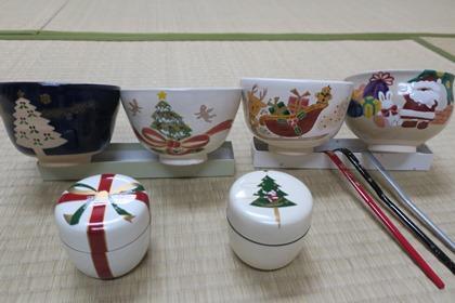 写真:クリスマスバージョンの茶器