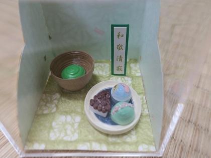 写真:ミニチュアのお菓子。