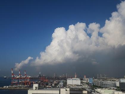 写真/雲とガントリー